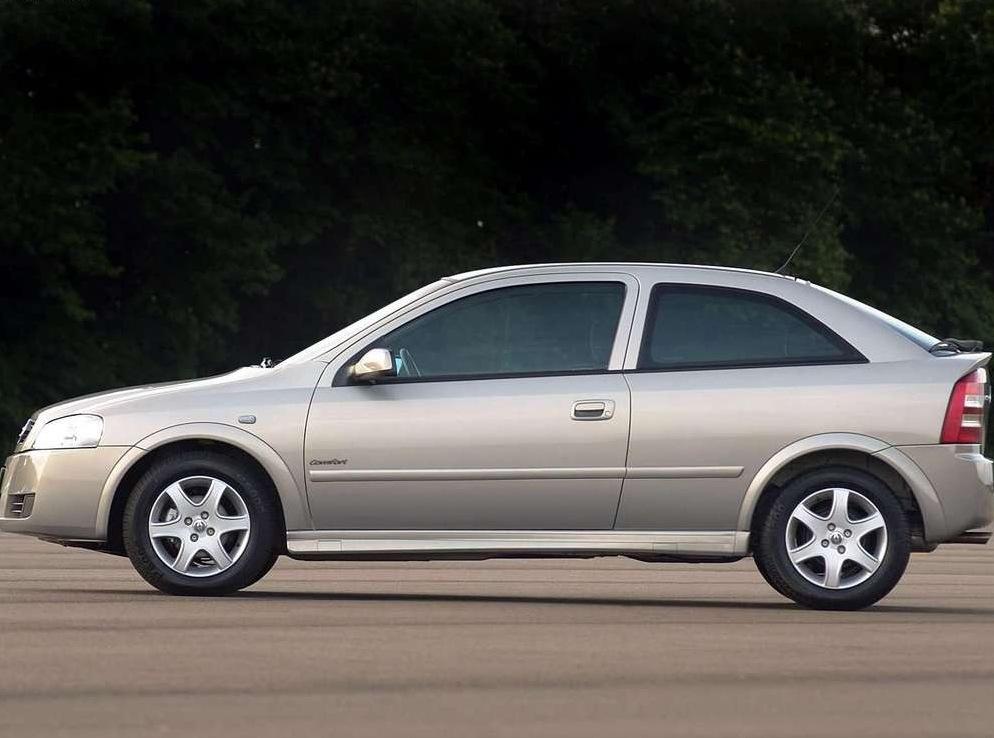 Снимки: Chevrolet Astra