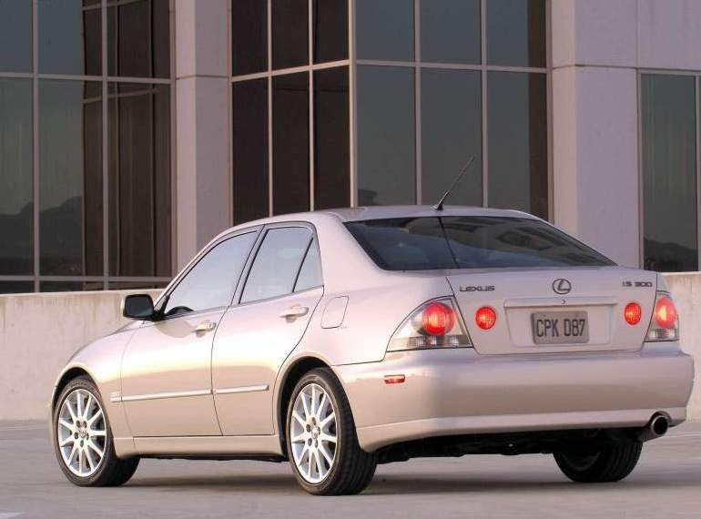 Снимки: Lexus IS 1