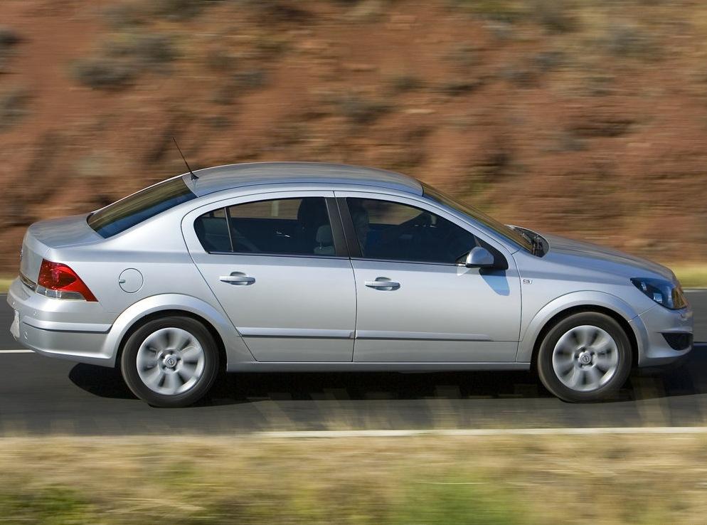 Снимки: Opel Astra H Sedan