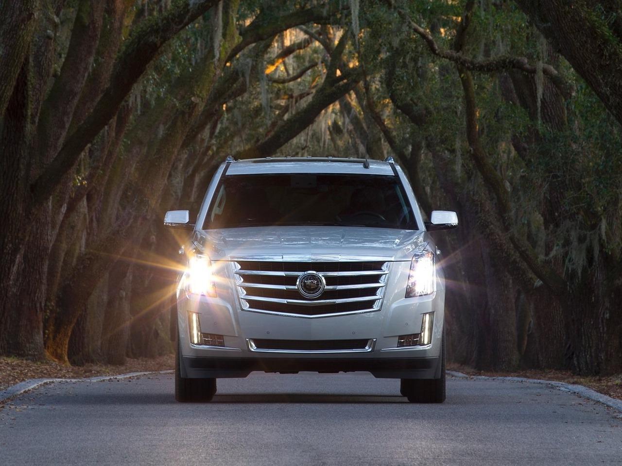 Снимки: Cadillac Escalade IV