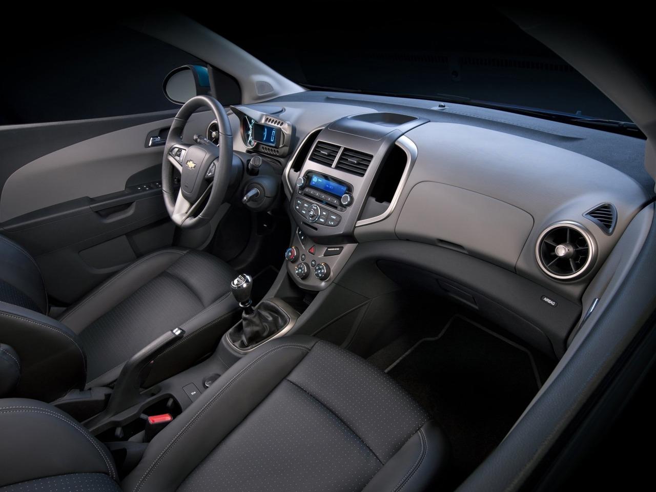 Снимки: Chevrolet Aveo 2 Sedan
