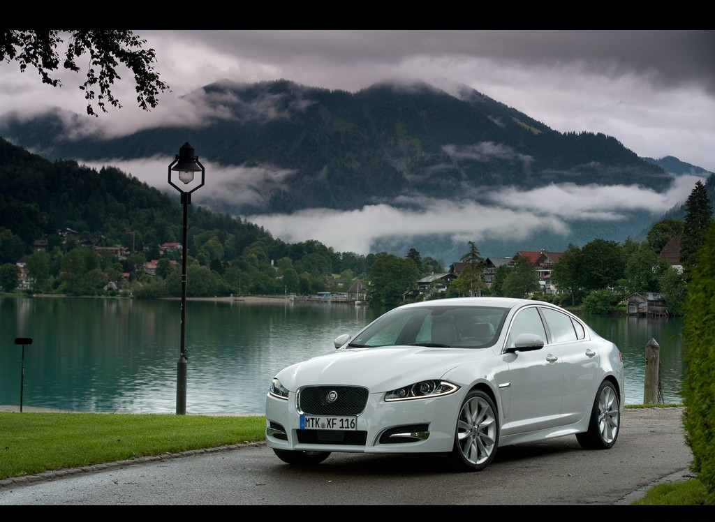 Снимки: Jaguar XF Facelift
