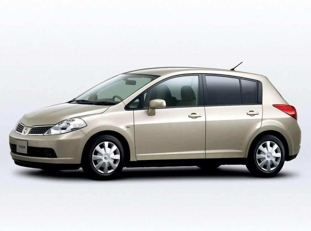 Снимки: Nissan Tiida