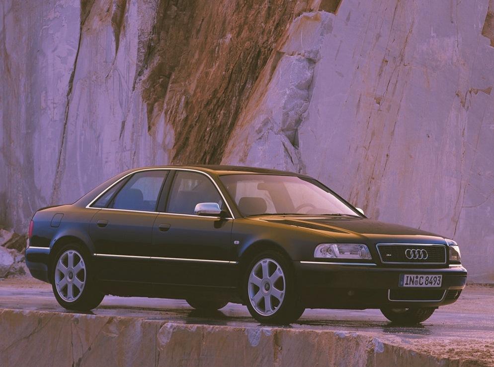 Снимки: Audi S8 (D2)