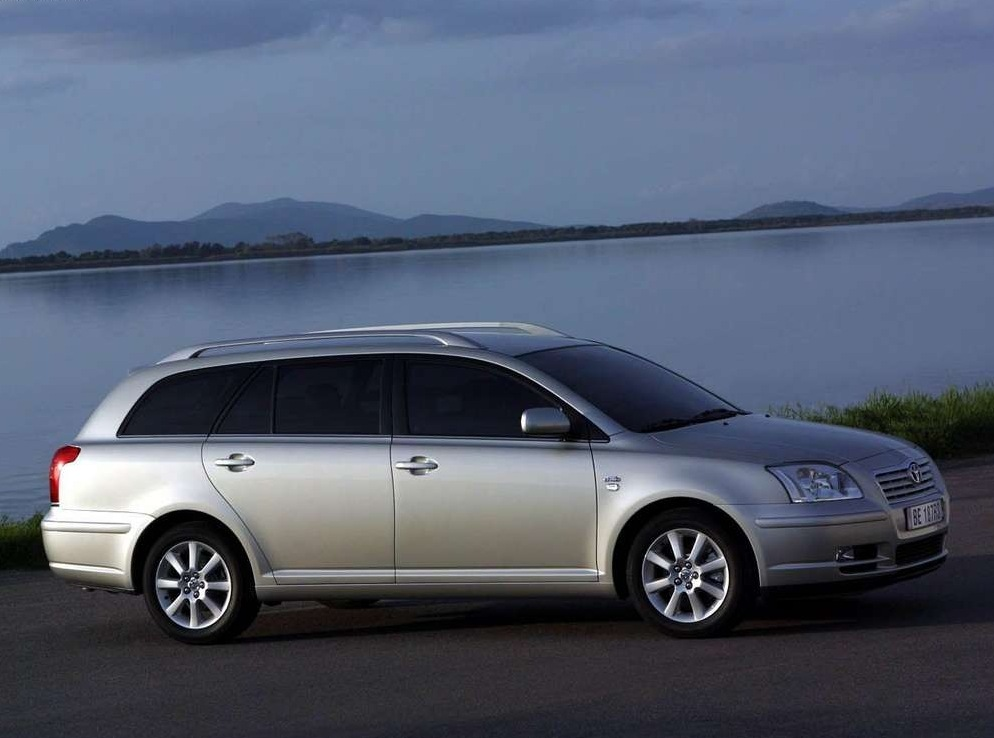 Снимки: Toyota Avensis Wagon 2