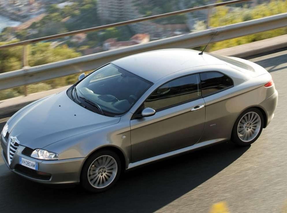 Снимки: Alfa romeo GT Coupe