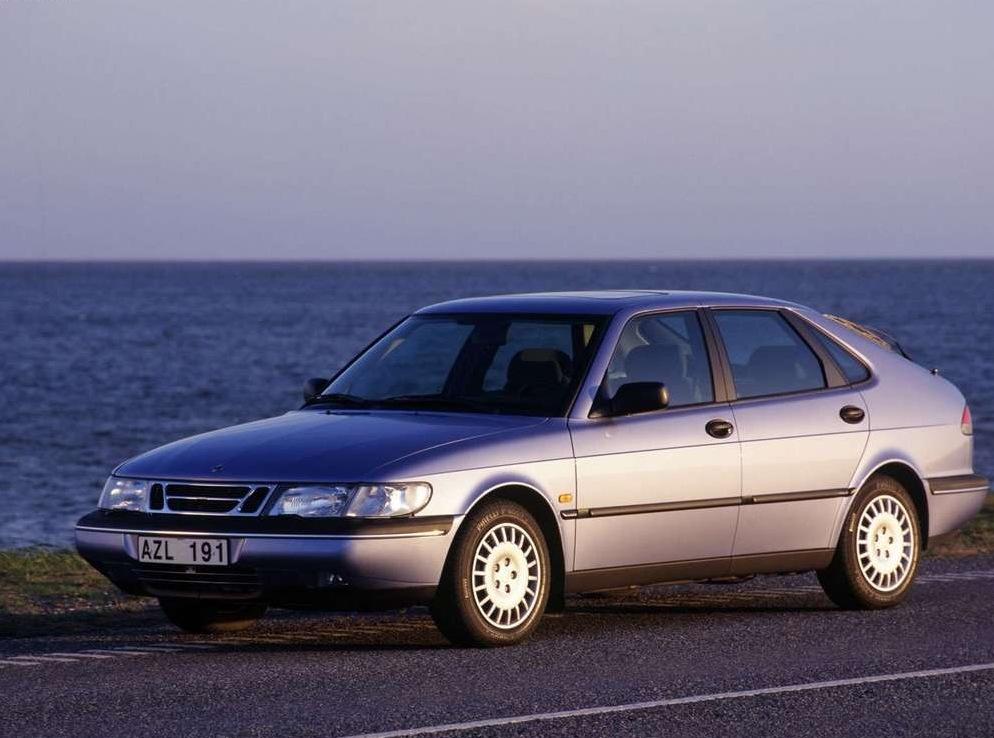 Снимки: Saab 900 II