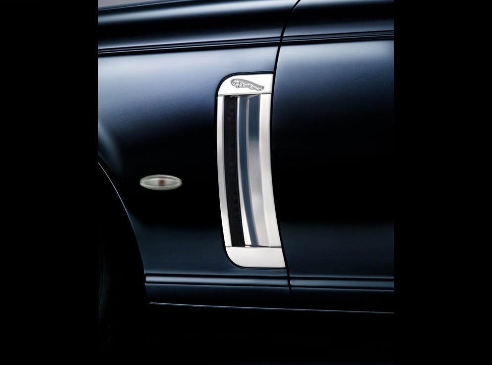 Снимки: Jaguar XJR