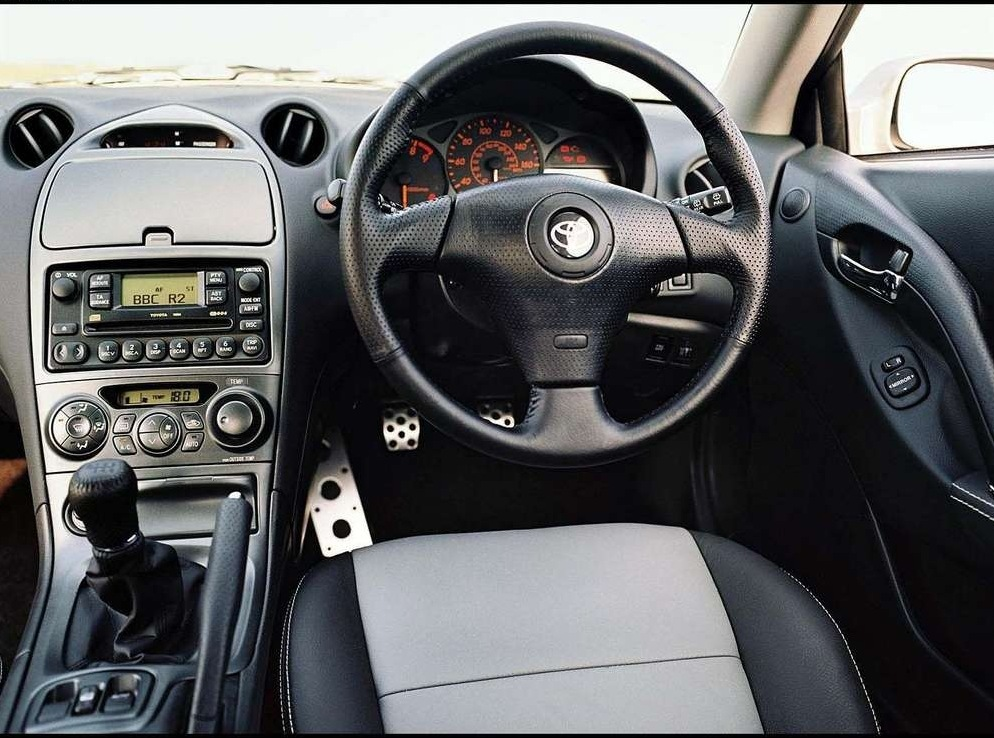 Снимки: Toyota Celica (T23)