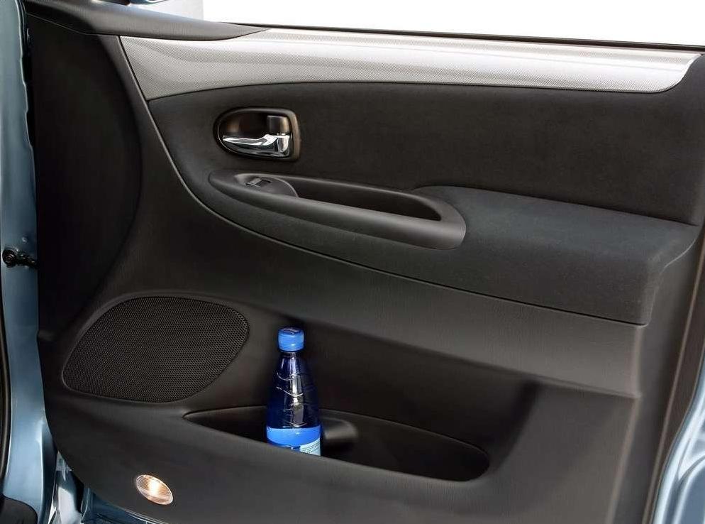Снимки: Mazda MPV II (LW)