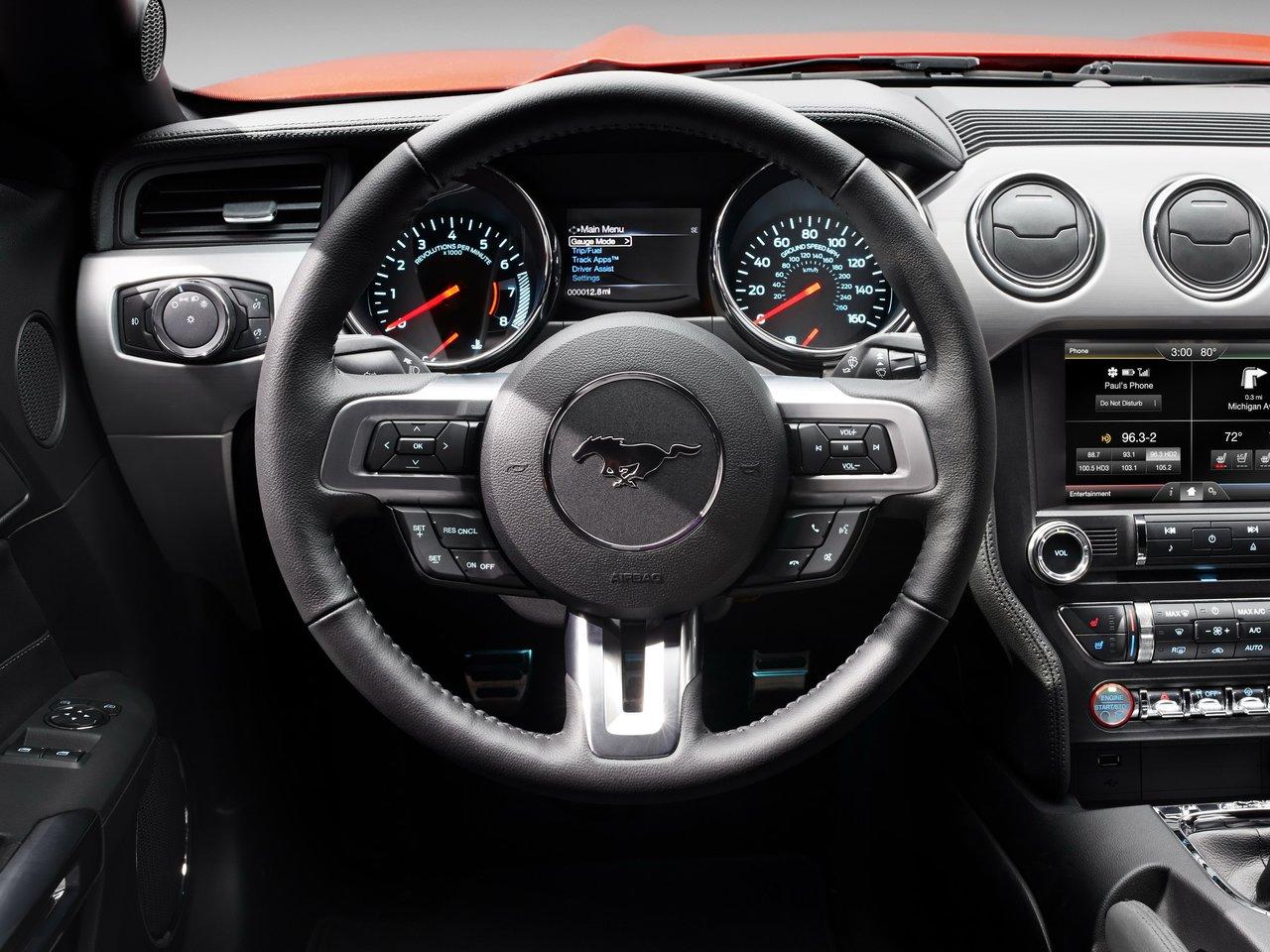 Снимки: Ford Mustang VI Cabrio