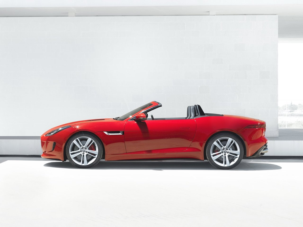 Снимки: Jaguar F-type Roadster