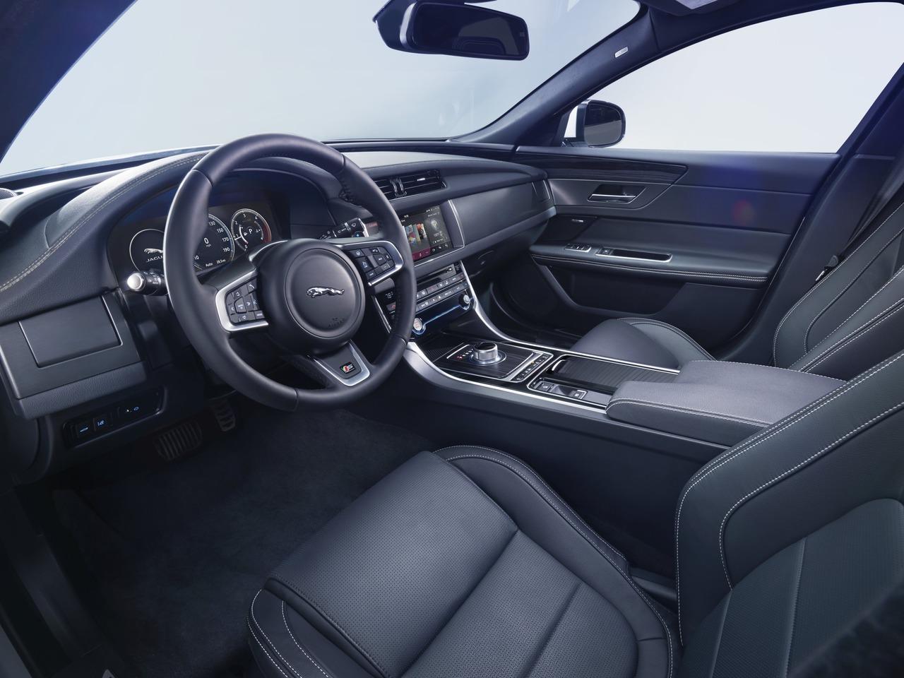 Снимки: Jaguar XF II