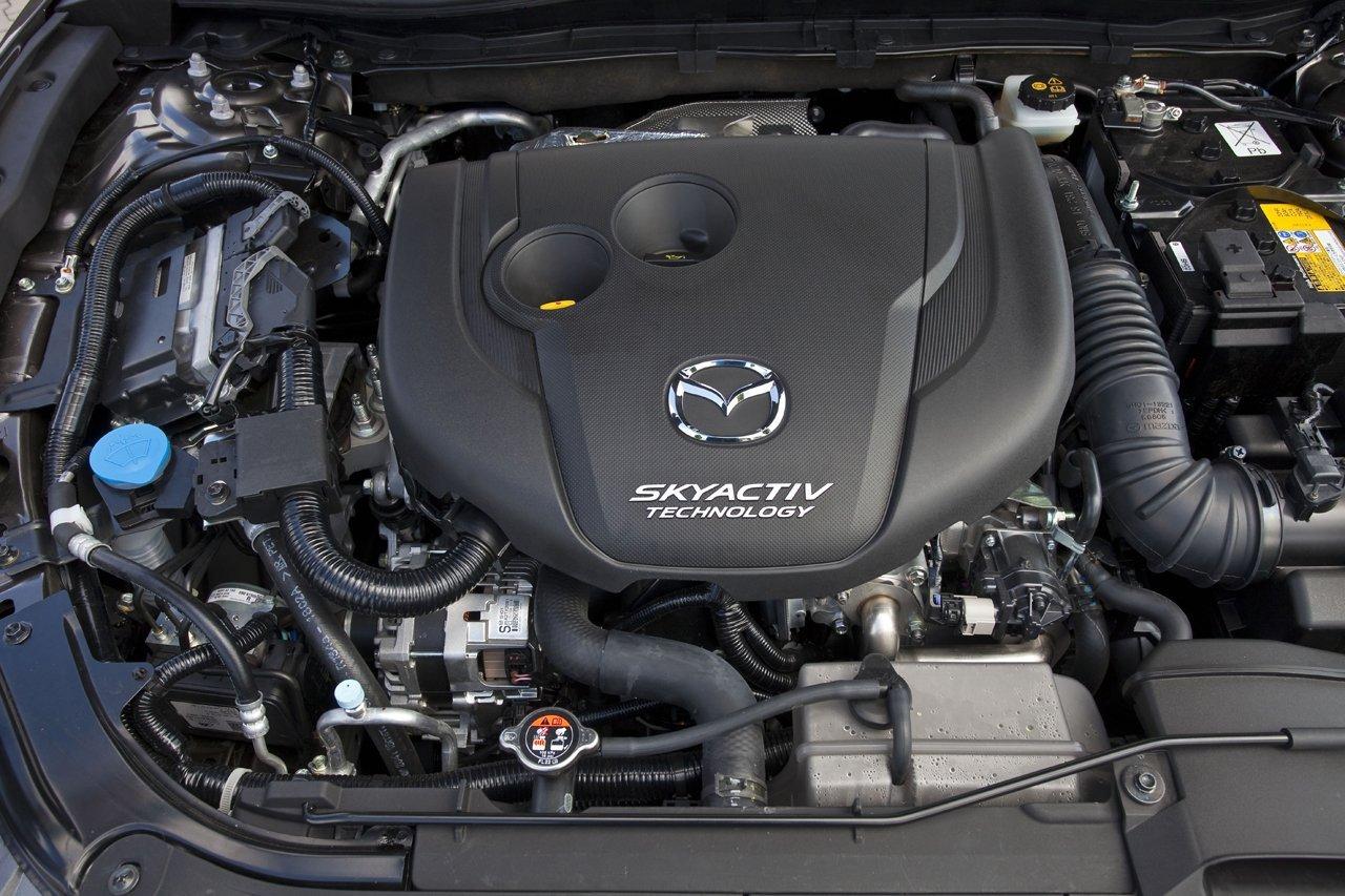 Снимки: Mazda 3 III Sedan