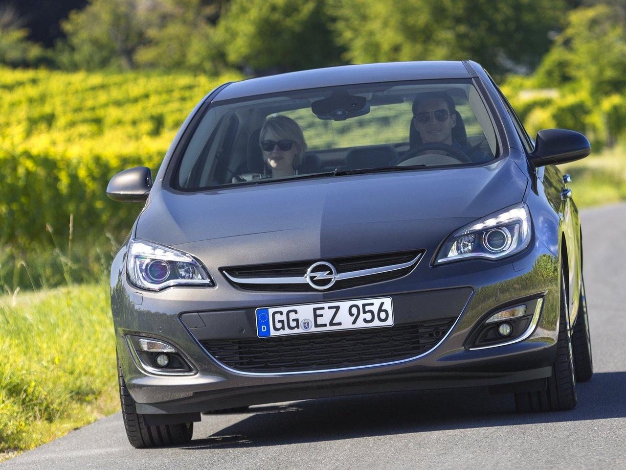 Снимки: Opel Astra J Sedan