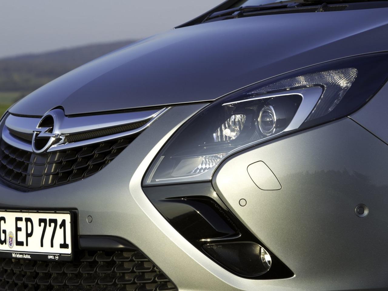 Снимки: Opel Zafira C