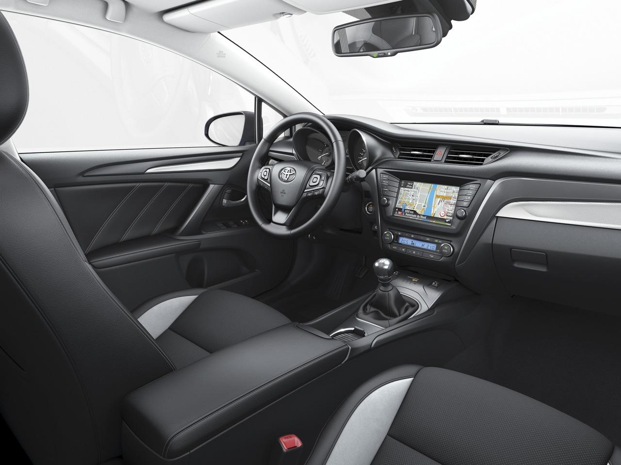 Снимки: Toyota Avensis III Facelift 2015