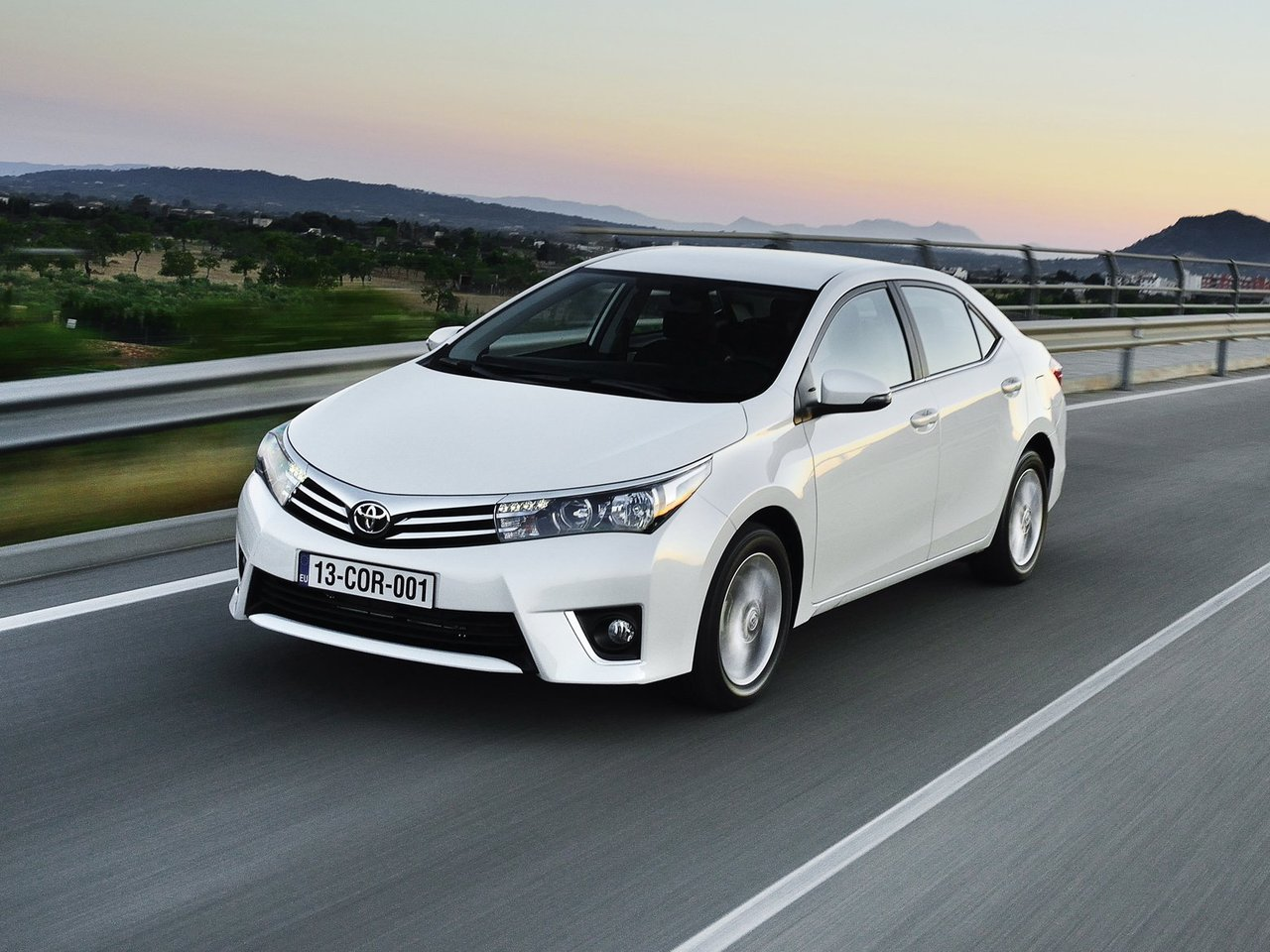 Снимки: Toyota Corolla XI