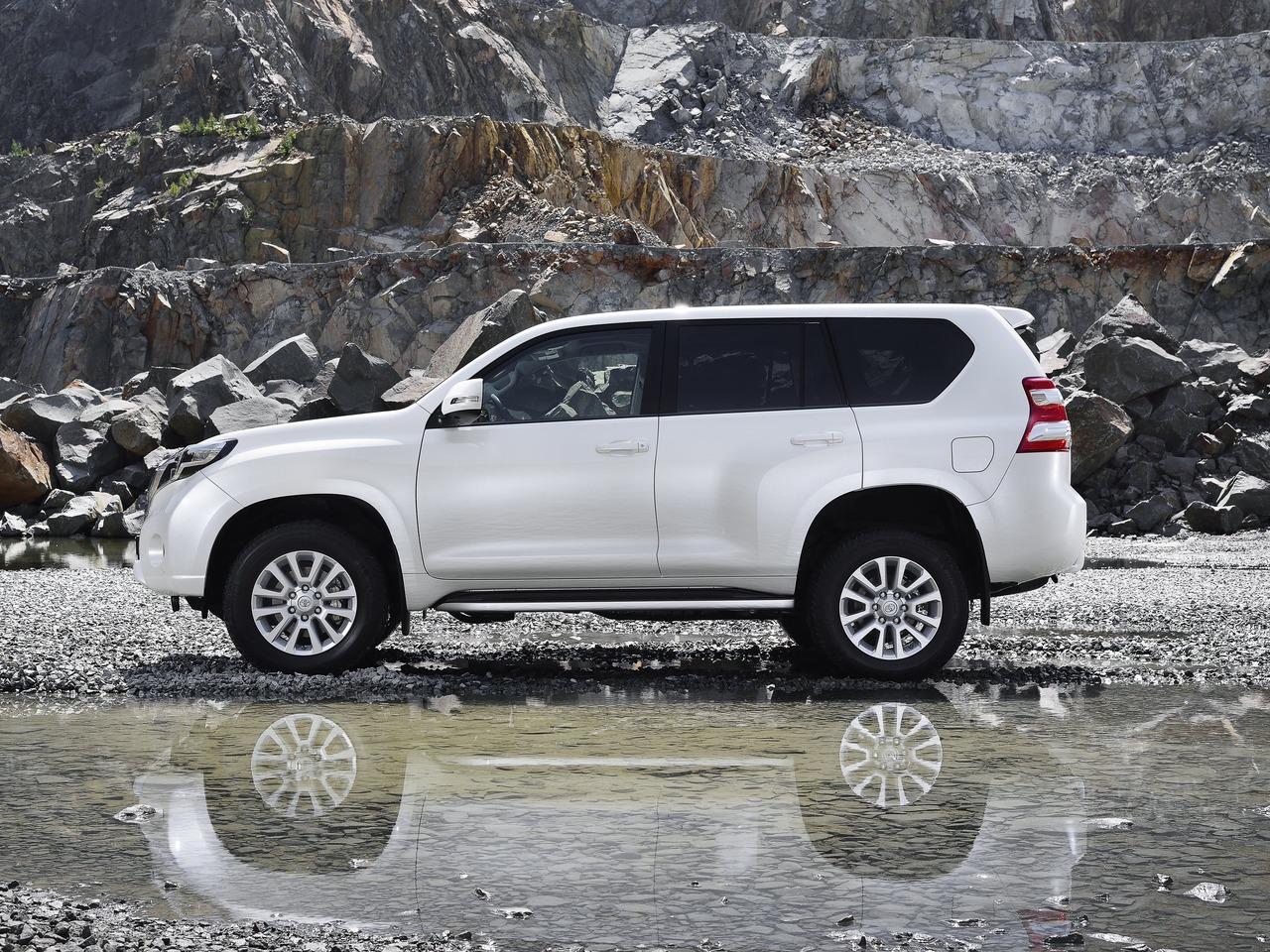 Снимки: Toyota Land Cruiser 150 Facelift 2015