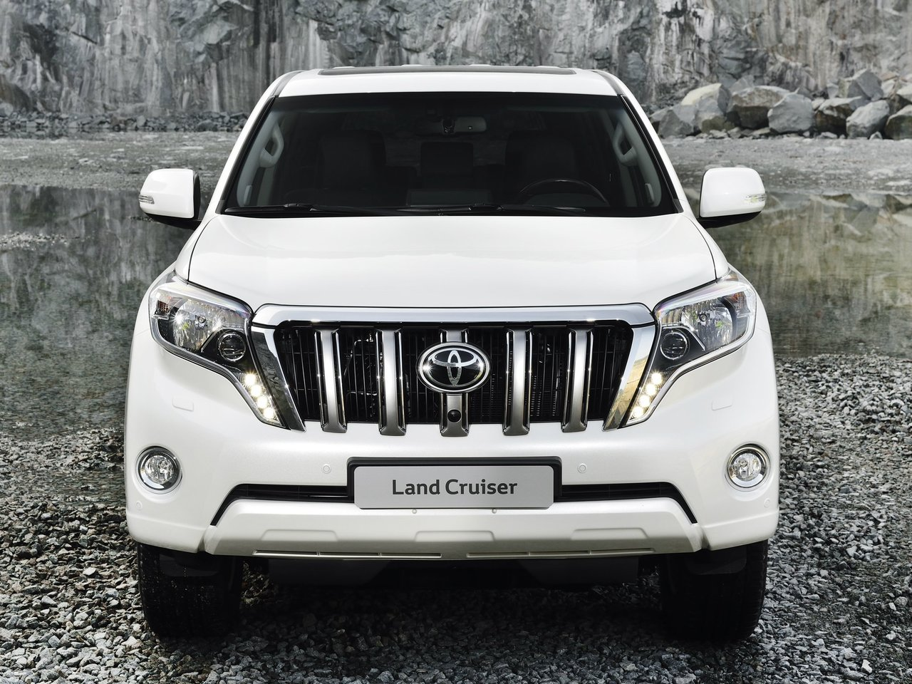 Снимки: Toyota Land Cruiser 150 Facelift 2015