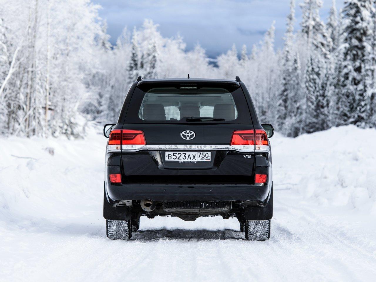 Снимки: Toyota Land Cruiser 200 Facelift 2015