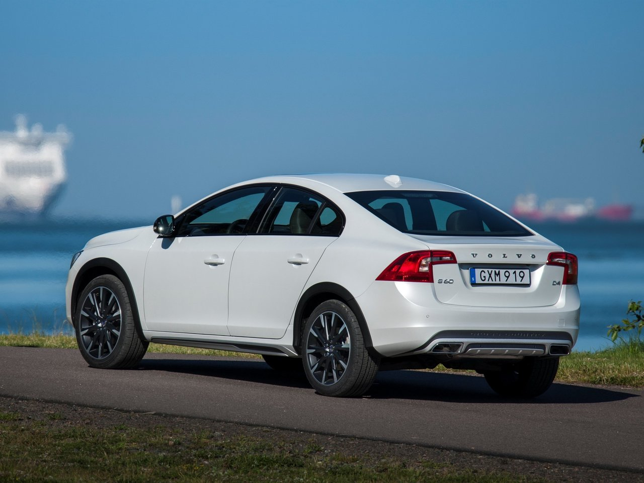 Снимки: Volvo S60 Cross Country