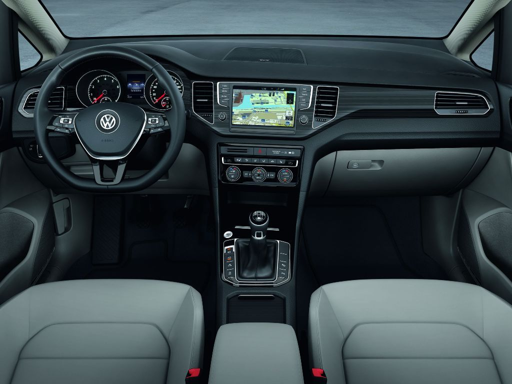 Снимки: Volkswagen Golf Sportsvan