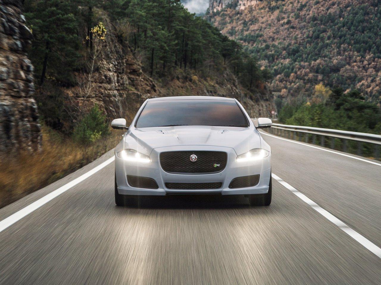 Снимки: Jaguar XJ (2009)