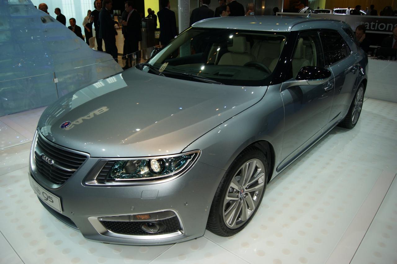 Saab официално демонстрира спортното си комби 9-5
