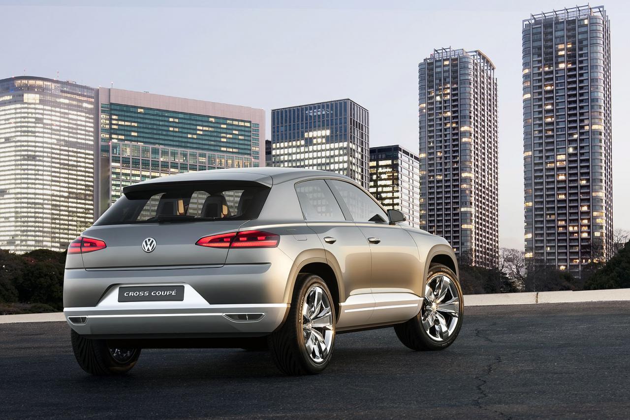 Повече от новаторска е концепцията VW Cross Coupe