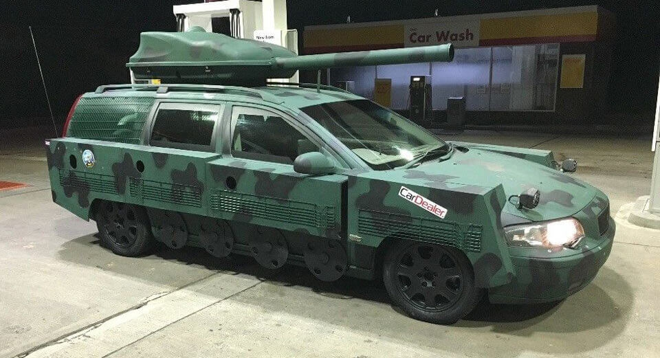 Продава се военно комби-танк Volvo V70 (СНИМКИ)