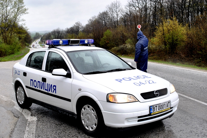 Полицията ще Проверява за Оръжие и Боеприпаси!