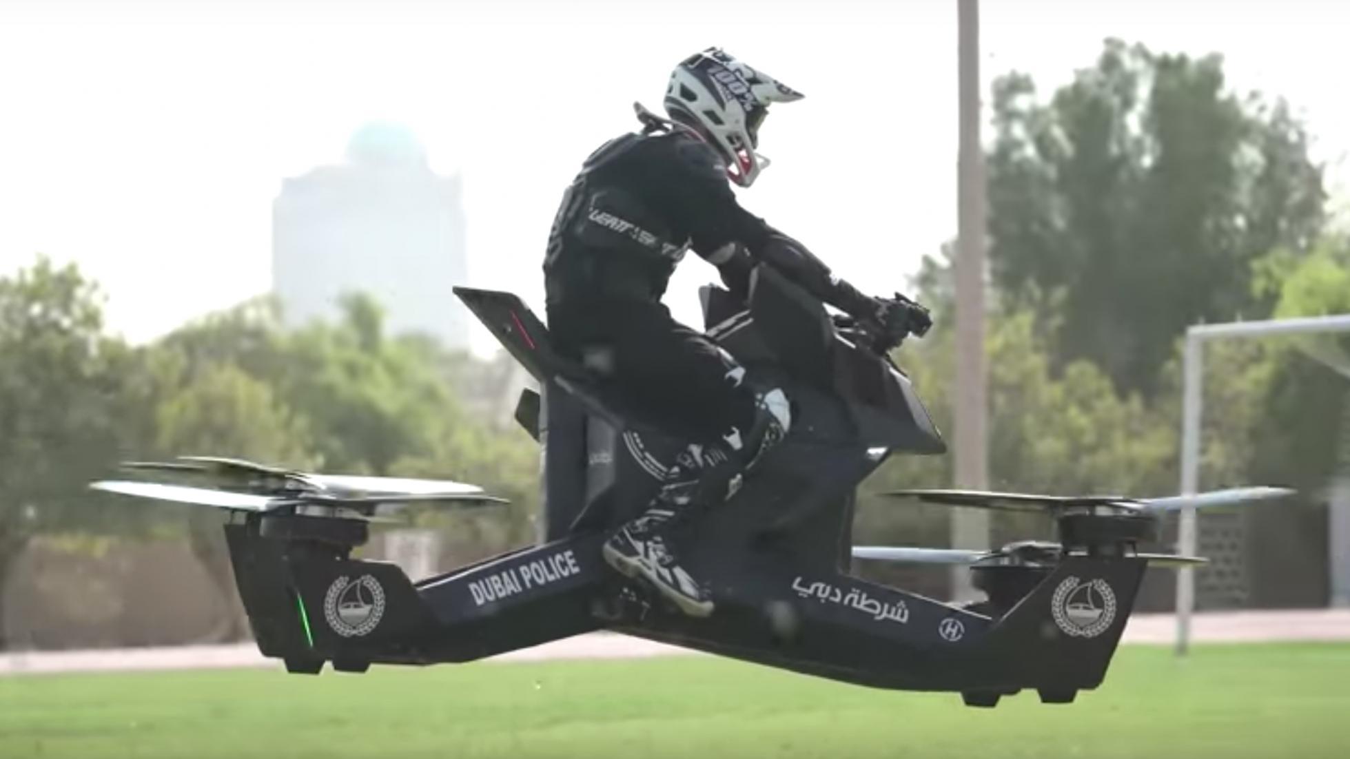 Галерия - (ВИДЕО) Дубайските Полицаи ще Яхват Дронове!