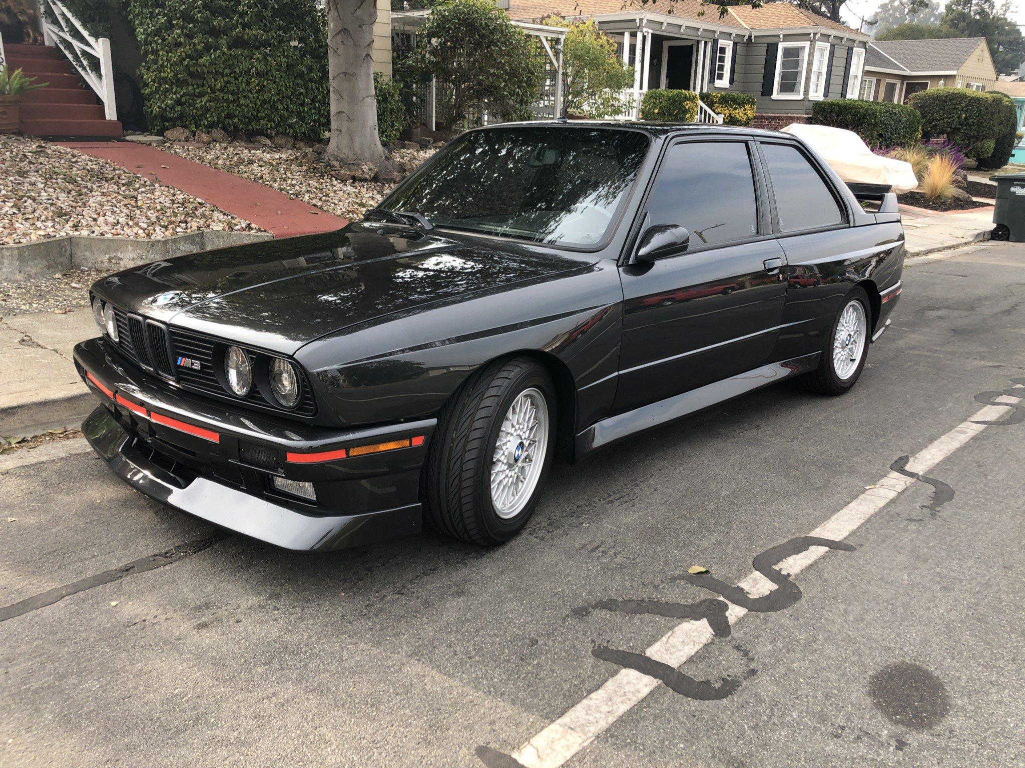 Продава се BMW M3 E30 на 200 000 км (СНИМКИ)