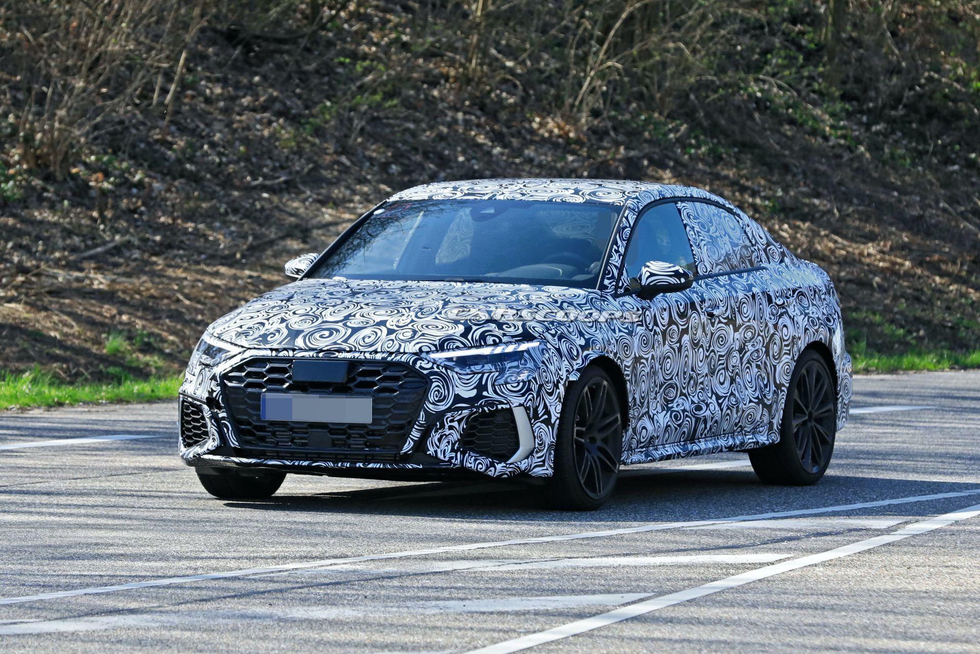 Готови ли сте за новото Audi RS3? (ШПИОНСКИ СНИМКИ)